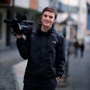 Der Zuger Filmemacher Balz Auf der Maur aus Oberwil will sein Hobby zum Beruf machen. Momentan absolviert er ein Praktikum bei der SRF Produktionsfirma tpc. (Bild: Stefan Kaiser, Zug, 07. März 2019)