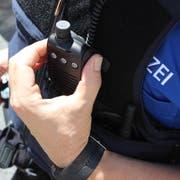 Die Zuger Strafverfolgungsbehörden haben bei einer Kontrolle zwei Personen festgenommen. (Symbolbild: Zuger Polizei)