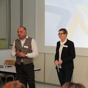 Schulpräsident Andreas Wirth und Psychologin Doris Grauwiler. (Bild: PD)