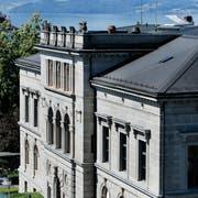 Das Zuger Regierungsgebäude am Postplatz. Hier beschloss der Kantonsrat am Donnerstag die Aufhebung der Denkmalschutzkommission. (Bild: Stefan Kaiser)