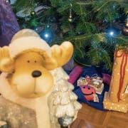 Für jedes Schlupfhuus-Kind gibt es ein Geschenk. (Bilder: Hanspeter Schiess)