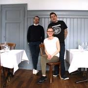 Die «Maihöfli»-Pächter Oscar de Matos (rechts) und Nadine Baumgartner mit Manuel Berger vom «Beau Séjour». (Bild: Walter Willimann, Luzern, 10. Mai 2019)
