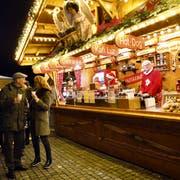 Eine Impression des Zuger Weihnachtsmarktes. (Bild: Werner Schelbert (Zug, 7. Dezember 2016))