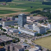 Blick auf das Areal von Roche Diagnostics in Rotkreuz. Wie bereits im Vorjahr beschäftigt die Tochter des Pharmakonzerns Hoffmann-La Roche auch 2018 die meisten Personen im Kanton Zug. (Bild: Stefan Kaiser))