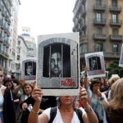 Eine Demonstrantin fordert Freiheit für Ex-Vizepräsident Oriol Junqueras. (Bild: Quique Garcia/EPA/Key)