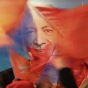 Ein Plakat des türkischen Präsidenten Recep Tayyip Erdogan. Bild: Emrah Gurel/EPA (Istanbul, 31. März 2019)