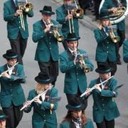 Bald wird wieder marschiert, wie hier die Musikgesellschaft Giswil am Unterwaldner Musiktag 2014 in Engelberg. (Bild: Roger Zbinden, 31. Mai 2014)