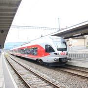 Die S4 wird noch nicht so rasch nach Rapperswil statt nach Uznach fahren. Einsprachen verzögern den Streckenausbau. (Bild: Martin Knoepfel)