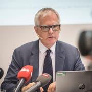 Hanspeter Uster präsentiert den Schlussbericht Hefenhofen in Frauenfeld. (Bild: Andrea Stalder)