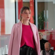 So sieht Mode à «La Scarpa» aus: Gedeckte Farben und knallige Akzente haben die Modeschau im Forum Würth Rorschach dominiert. (Bild: Lisa Wickart)