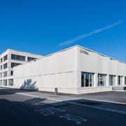 Das neue Sekundarschulhaus Lindau in Rothenburg. Vorne die grosse Dreifach-Sporthalle. Bilder Eveline Beerkircher)