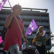 Die Wiler Frauen auf dem Weg zum Frauenstreik in St.Gallen. (Bilder: Benjamin Manser)