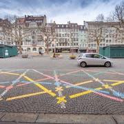 Der Marktplatz ist seit Ende März eine Begegnungszone. Hineinfahren darf man seither, parkieren aber nicht mehr. (Bild: Urs Bucher)