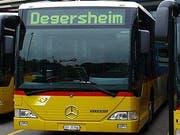 Das Postauto nimmt Fahrt auf: An Werktagen wird der Fahrplan morgens und abends verdichtet. (Bild: PD)