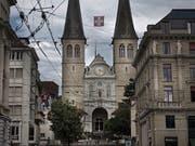 Die Hofkirche ist eine der neun katholischen Kirchen in der Stadt Luzern. (Bild:Corinne Glanzmann, 2. August 2019)