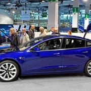 Tesla Modell 3 an der Auto Zürich im vergangenen November (Bild: Walter Bieri/Keystone)