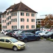 Aus der Bevölkerung kam der Anstoss die öffentlichen Parkplätze künftig zu bewirtschaften. (Bild: PD)