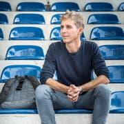 Einen Moment der Ruhe an der Wega gibt es bei Reto Scherrer nur fürs Foto-Shooting. Hier sitzt er auf der Wega-Bühne. (Bild: Andrea Stalder)
