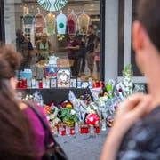 Nach dem tödlichen Angriff auf den 22-Jährigen war die Anteilnahme der Bevölkerung gross. Bild: Urs Bucher (St.Gallen, 13. August 2017)