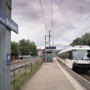 Am Bahnhof Bruggen fahren heute zu Hauptverkehrszeiten vier Züge pro Richtung - allerdings praktisch im Halbstundentakt. (Bild: Ralph Ribi/3. September 2018)