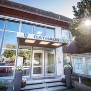 Blick auf den Eingangsbereich des Ermatinger Verwaltungsgebäudes. (Bild: Andrea Stalder)