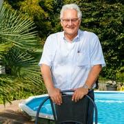 Zuhause im Pool und unter Palmen erholt sich Thomas Müller vom politischen Tagesgeschäft. (Bild: R. Hirtl)