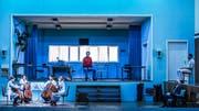 """Hyazintha Andrej, Isabel Gehweiler, Nadja Reich, Vanessa Hunt Russell spielen """"44 Harmonies from Apartment House 1776"""", Graham F. Valentine, Ueli Jäggi und Benito Bause hören zu. (Bild: Tanja Dorendorf)"""