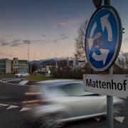 Der Kreisel Mattenhof ist das verkehrsmässige Herz von Luzern Süd. Ein Ausbau der Strassenkapazität ist hier nicht vorgesehen. (Bild: Boris Bürgisser, 15. Januar 2019)