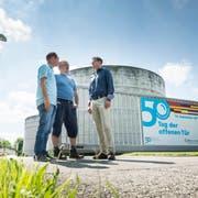 Die Frauenfelder Kläranlage wird heuer 50 Jahre alt. Darüber freuen sich Betriebsleiter David Zimmerli, Klärmeister Markus Breu und Abwasserverbandspräsident Thomas Müller. (Bild: Andrea Stalder)