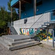 Mehr als nur Metall: Die beiden Treppen am Kulturhaus Theater Pavillon symbolisieren die engere Zusammenarbeit mit dem benachbarten Treibhaus. (Bild: Philipp Schmidli (Luzern, 28. August 2018))