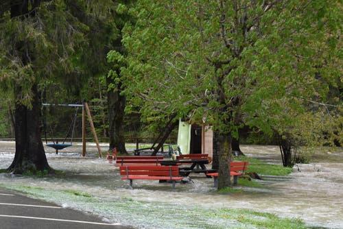 Dieser Spielplatz in Alt St.Johann wird so schnell nicht benützt werden. (Bild: Timon Kobelt)