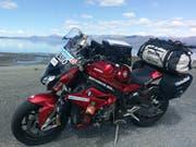 Eine Pause für Töff und Fahrerin am Kluane Lake in Kanada. (Bild: PD)