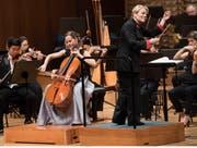 Die Frauen gaben den Ton an: Cellistin Sol Gabetta und Dirigentin Marin Alsop mit dem London Philharmonic Orchestra. (Bild: Priska Ketterer / Lucerne Festival, 14. September 2018)