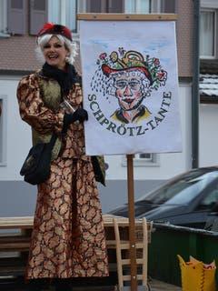 Auch die Schprötz-Tante waren an der Bazenheider Fasnachtseröffnung beteiligt. (Bild: Beat Lanzendorfer, 9. Februar 2019)