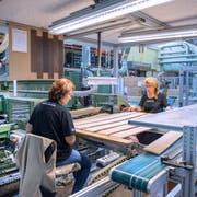 Produktion bei Bauwerk Parkett in St.Margrethen. (Bild: Urs Bucher (22. August 2017))