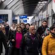 Den Pendlerabzug will die Kommission um 600 Franken erhöhen. (Bild: Ennio Leanza/Keystone)