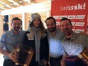 Die «Husmusig» im Schweizer Haus mit der 20-jährigen WM-Teilnehmerin Aline Danioth. (Bild: PD)