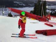 Das Ende der Ski-Weltmeisterschaften in Schweden naht. Simon Baumann befördert Netze ins Tal. (Bild: PD)