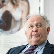 Der Zürcher Rechtsanwalt arbeitet seit Jahrzehnten für den schweizerisch-brasilianischen Multimilliardär und Investor Jorge Lemann. Die Lemann-Stiftung, die Bildungsinitiativen für Brasilien fördert, ist in seiner Kanzlei domiziliert. (Bild: Michel Canonica (Zürich, 31. Mai 2017))