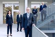 So präsentiert sich der Gemeinderat von Emmen noch bis Ende August: Gemeindepräsident Rolf Born (vorne) und die Gemeinderäte Susanne Truttmann, Thomas Lehmann, Josef Schmidli und Urs Dickerhof (von links). (Bild: PD, 15. November 2016)