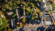 Das Areal an der Ecke Zürcher Strasse (unten im Bild) und Rechenstrasse, auf dem die Stadt ein neues Busdepot, einen Werkhof für die Stadtwerke und Büros für die Administration der Technischen Betriebe erstellen will. (Bild: Benjamin Manser - 26. Oktober 2018)
