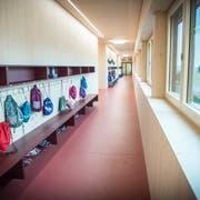 Ein Gang im Schulhaus im Grund Romanshorn. (Bild: Andrea Stalder)