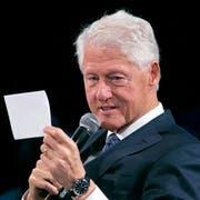Unter Bill Clinton verloren die Demokraten 1994 massiv in den Midterms. Vier Jahre später schafften sie allerdings das Kunststück, Sitze dazuzugewinnen. (Bild: AP/Mark Lennihan, New York, 26. September 2018)
