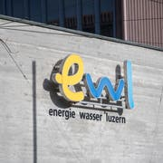 Das Logo an einem Hauptgebaeude des Energieproduzenten Energie Wasser Luzern, EWL am Donnerstag, 31. Januar 2019 in Luzern. (KEYSTONE/Urs Flueeler)