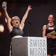 Solche Jubelbilder wird man künftig in Luzern sehen können: Beatrice Egli gewinnt am 10. Februar 2017 im Zürcher Hallenstadion den Swiss Music Award in der Kategorie Best Female Sole. (Bild: Ennio Leanza/Keystone)