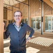 Schulpräsident Walo Bohl im neuen Schulhaustrakt in der Weitenzelg-Anlage. (Bild: Andrea Stalder)