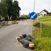 Die Inseln zur Verkehrsberuhigung auf dem Braunauer Kirchensteig. (Bild: Roman Scherrer)