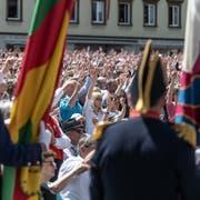 Jedes Jahr am letzten Sonntag im April versammeln sich rund 3000 Stimmberechtigte auf dem Landsgemeindeplatz in Appenzell. (Bild: Michel Canonica, 29. April 2018)