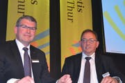 Thomas Nüesch, Präsident des Veraltungsrats (links), und Jakob Frischknecht, Vorsitzender der Geschäftsleitung, freuen sich über ein erfolgreiches Jahr der Clientis Bank Thur. (Bild: Adi Lippuner)