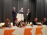 Die Regierungsräte Guido Graf (links) und Reto Wyss (Mitte) im Gespräch mit VBL-Sprecher Christian Bertschi. (Bild: Urs-Ueli Schorno)